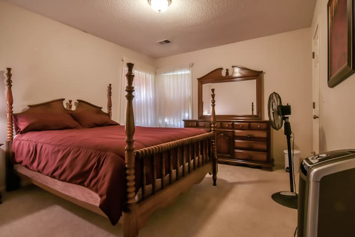 Two bedrooms great for Sports and Business Travel