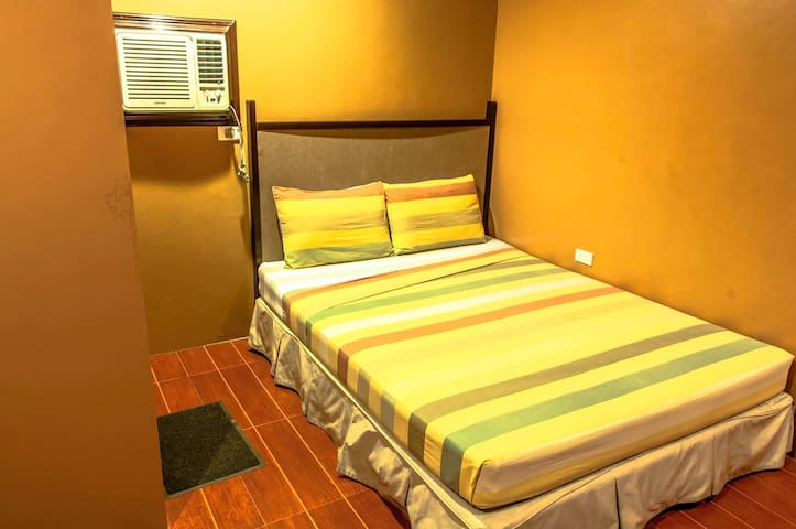 The Villa Khristalene Resort - Deluxe Room - Talisay - Villa