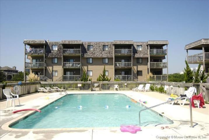 Crabby Duck -- OF 3rd Floor Duck Blind Villas Condo with 3 BR, Private Washer and Dryer