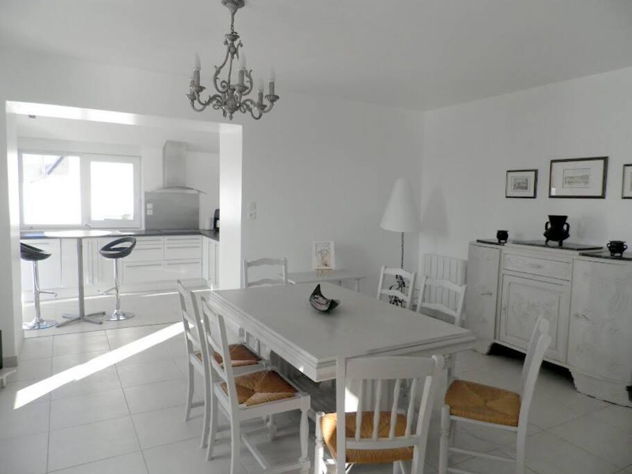 Le séjour & la cuisine