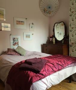Faithfully restored double room Nr City Centre - 노팅엄(Nottingham)