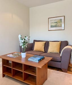 Private large room, 10 minutes walk to Lymington