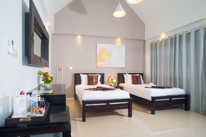 Top Floor Studio Twin Suite at Beachfront Hotel