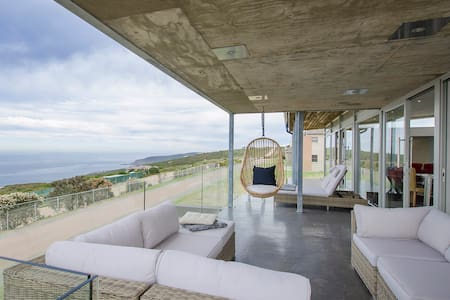 Picturesque Sea-view, an entertainers dream house
