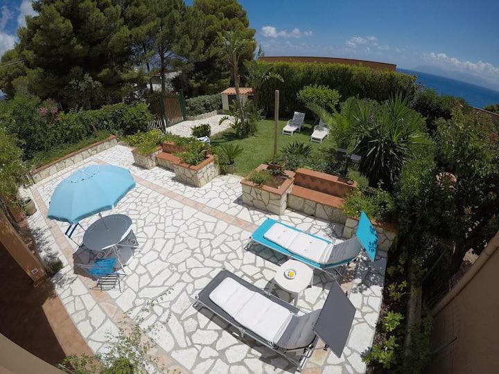 Charming independent villa in Scopello Baialuce