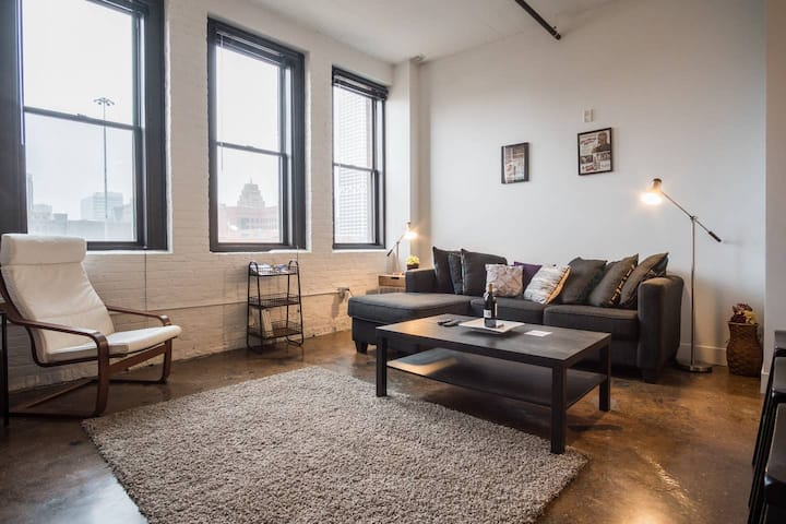Trendy 1bd Loft Near Public Market in Third Ward