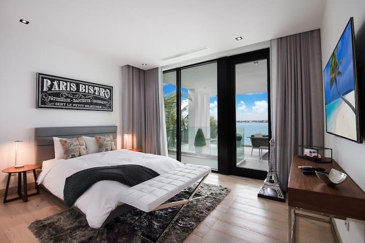 Paris Bedroom - queen bed - 2nd floor - bay view