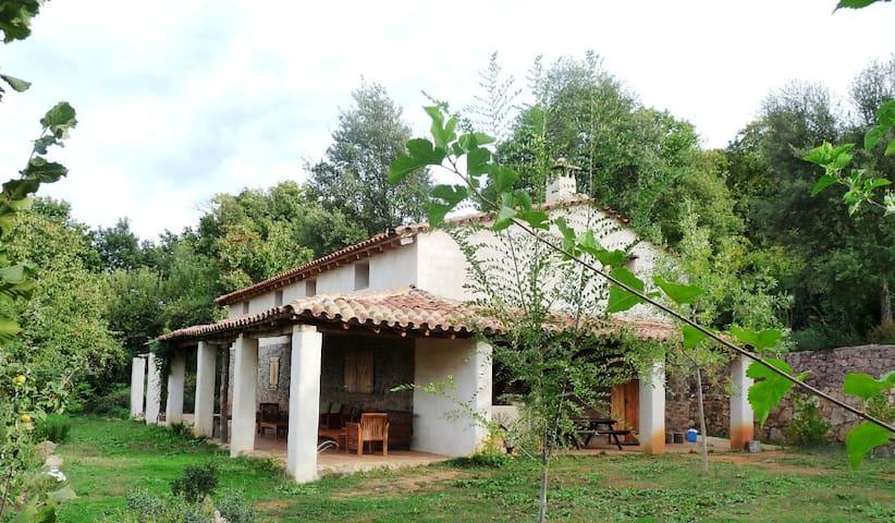Casa en la Sierra de Aracena, Huelva, Andalucía - Castaño del Robledo - House