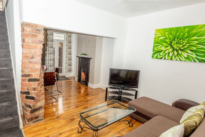 Modern 3 bedroom Town house in Northampton centre