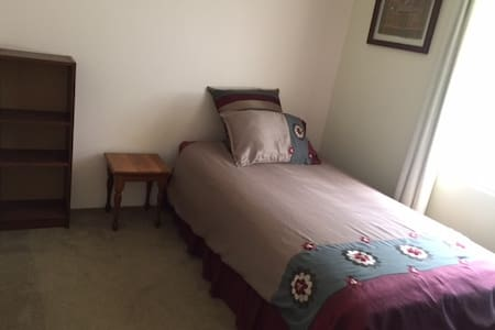 Quiet homely room close to Hospital, ECU etc - Joondalup - บ้าน