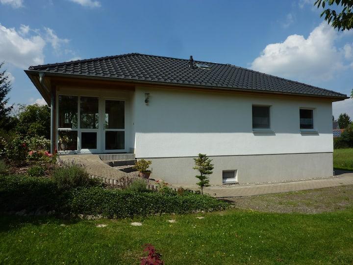 Ferienhaus mit Gartennutzung u. PKW Stellplatz