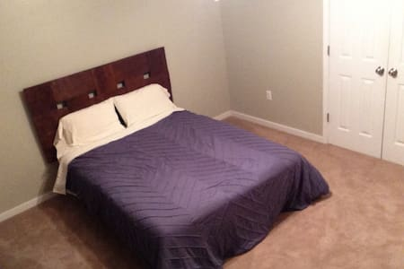 Master Bedroom w Private Bathroom! Near VCU/theFan