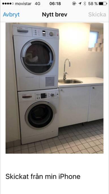 Tvättstuga kombinerat med wc badkar källarplan.