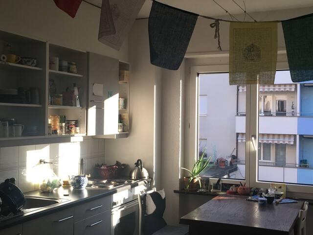 sunny flat (2 rooms) with balcony close to centre - Berna - Apartamento