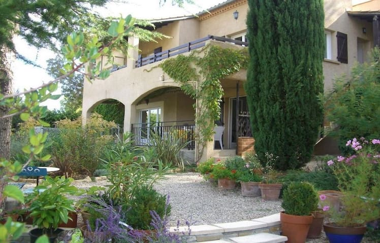 Self catering apartment with swimming pool