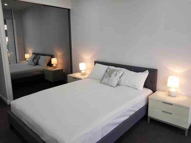 Modern master ensuite room in great location