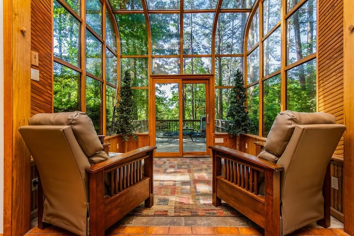 Tall Pines Sanctuary secluded Home GameTables HotTub  Bunk Room VIEW