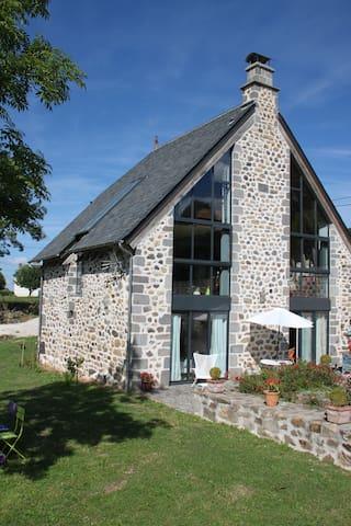 Ancienne grange auvergnate rénovée - Saint-Cirgues-de-Malbert