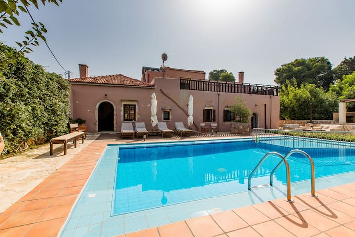 3 bedroom Villa sleeps 6 in Korakiés with Air Con