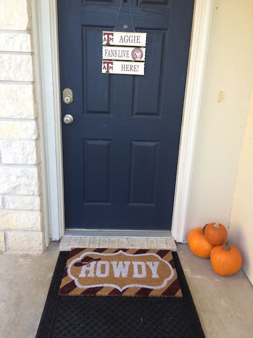 Howdy!  We love our Aggies!