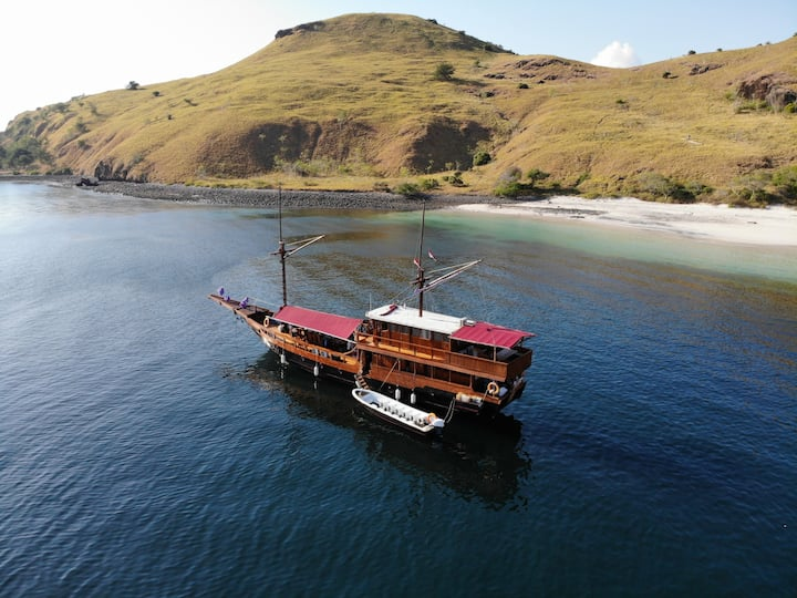 PHINISI BOAT SAILING KOMODO 3D2N - SHARED CABIN