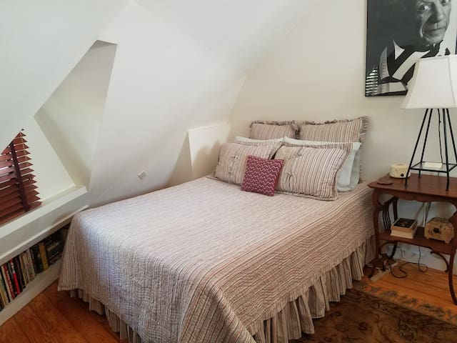 Sag Harbor Home, Perfect for the Solo Traveler