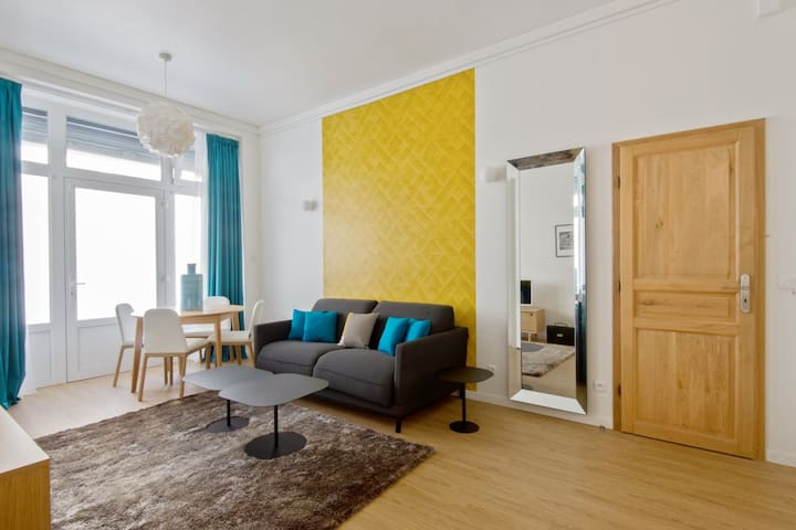 COZY FLAT IN THE 13TH DISTRICT FOR 6 PEOPLE