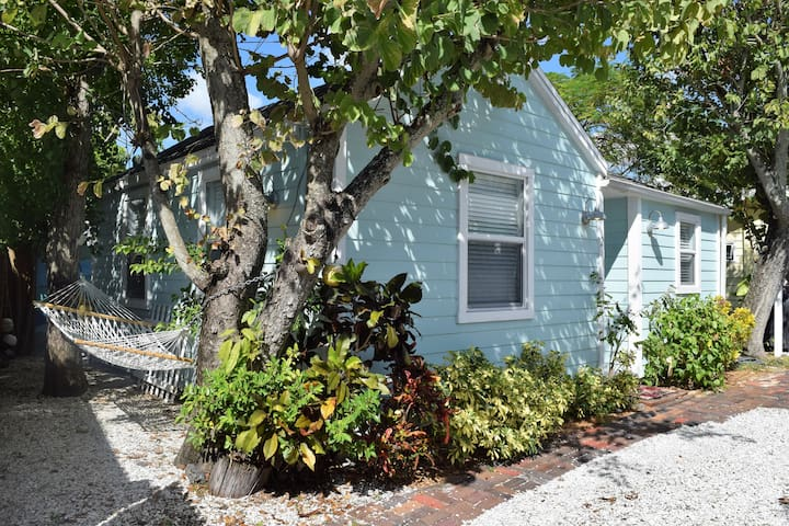 Charming Cottage by the sea... - Madeira Beach - Dom