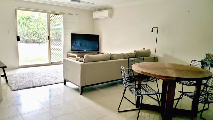 Spacious inner-city 2-bdr in quiet street - East Brisbane - Apartemen