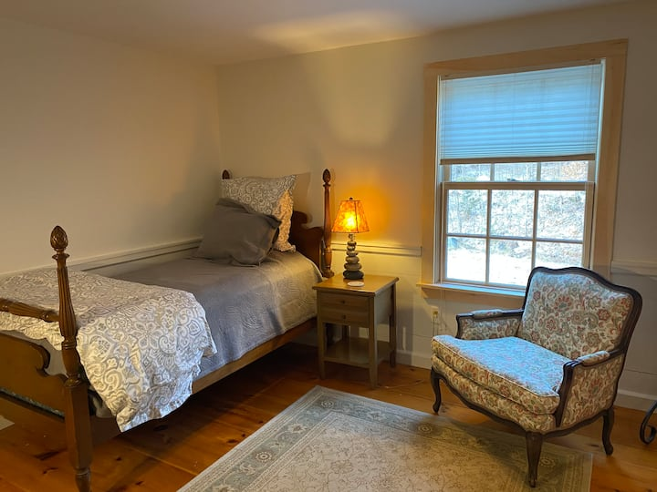 Mother's Mountain House:  The Twin Room