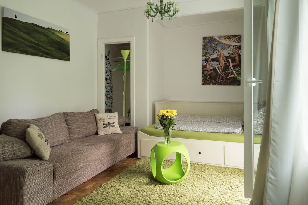 gr ne 1 zimmer wohnung balkon sehr ruhig wohnungen zur miete in hamburg hamburg deutschland. Black Bedroom Furniture Sets. Home Design Ideas