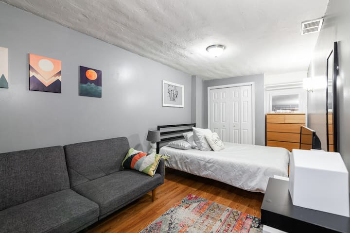 YOUR  PRIVATE COZY 1Br + 15min from Manhattan