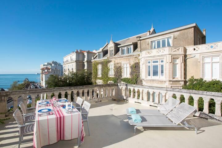 Appartement cosy, terrasse 30m2 vue mer et parking