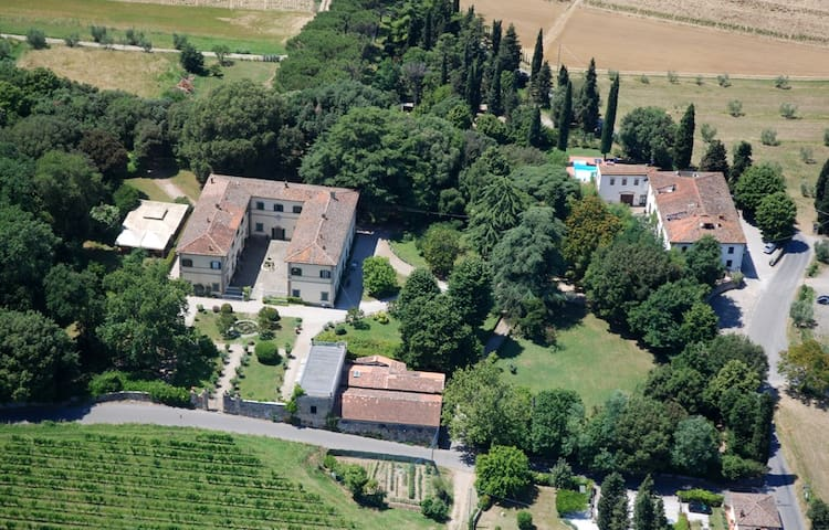 Campagna Toscana, piscina e tennis