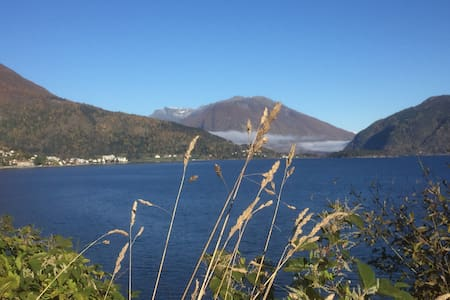 New cottage with amazing Fjordview in Balestrand - Balestrand - 小木屋