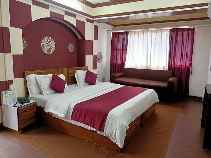 King Suite Room  BnB in Malad
