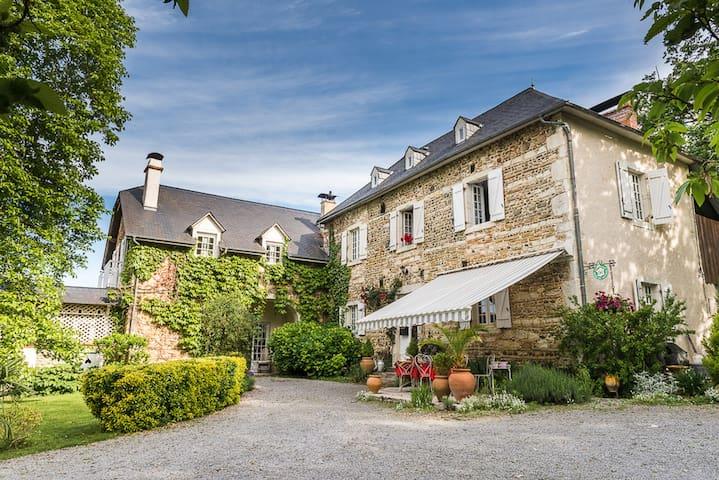 Maison d'hôtes Naba - Estialescq - Bed & Breakfast