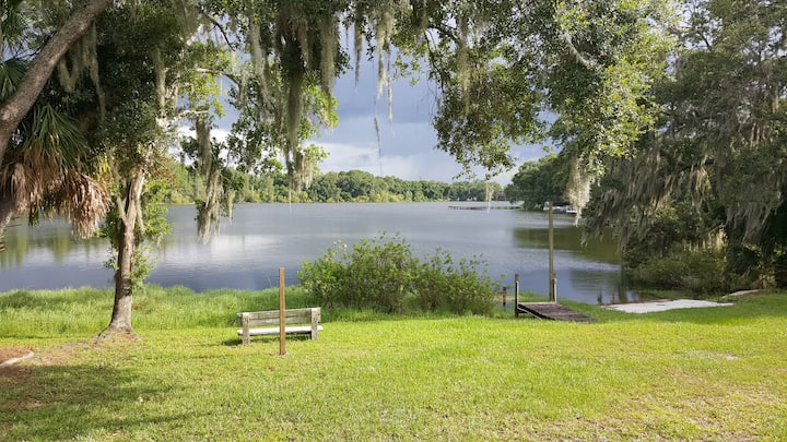 Lake front 2 bed 1 & half bath guest house Private