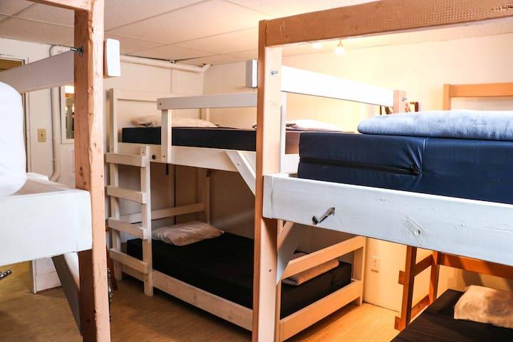 Chambre dortoir pour femmes