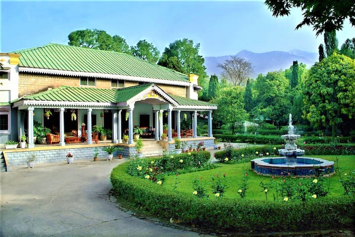 Perfect stay in Dhauladhar ranges, Heritage Room