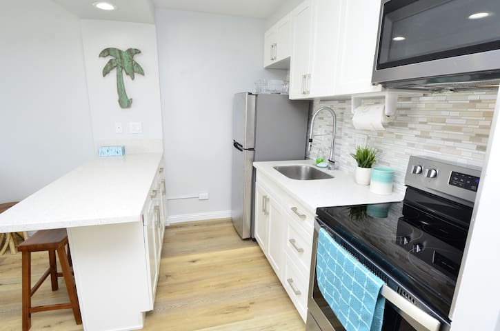 Modern Clean Waikiki Studio Full Kitchen Free Park