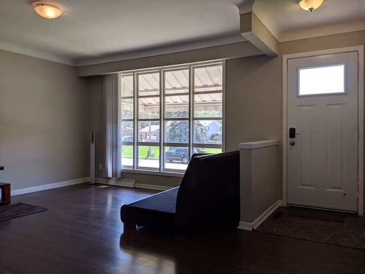 Bright Room in Glendale by Pen Centre