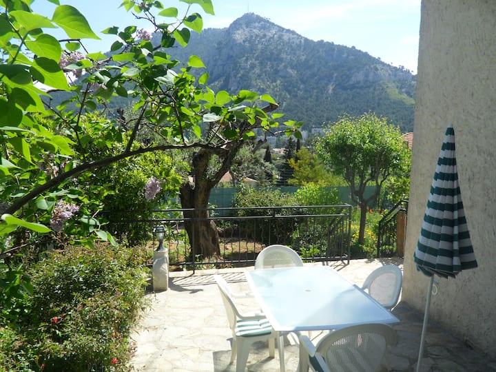 Appartement T2, calme, belle vue, rez jardin villa