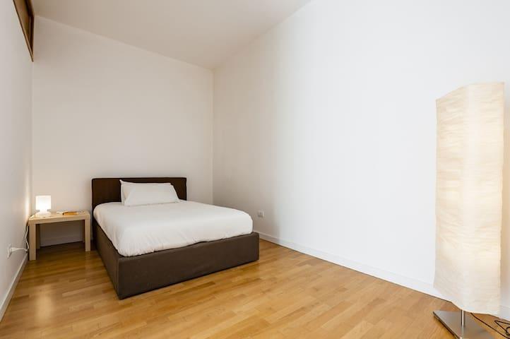 La seconda camera con letto ad una piazza e mezza.
