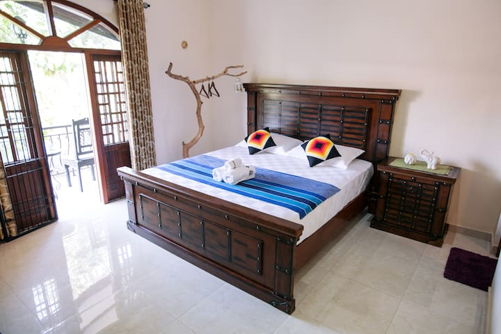 Queen Size Bed Room--Bathtub - Galle
