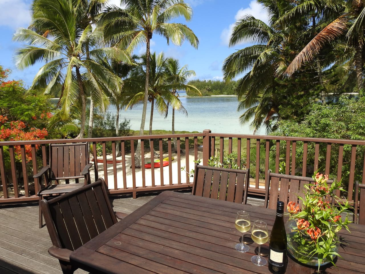 stunning Muri lagoon at your doorstep. Amazing views from the outdoor living areas