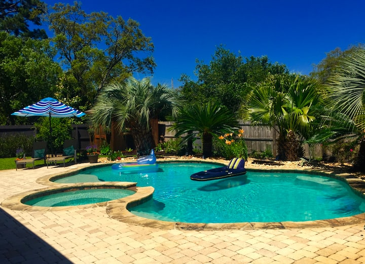 Clean Spacious Navarre Pool Home w/beautiful decor