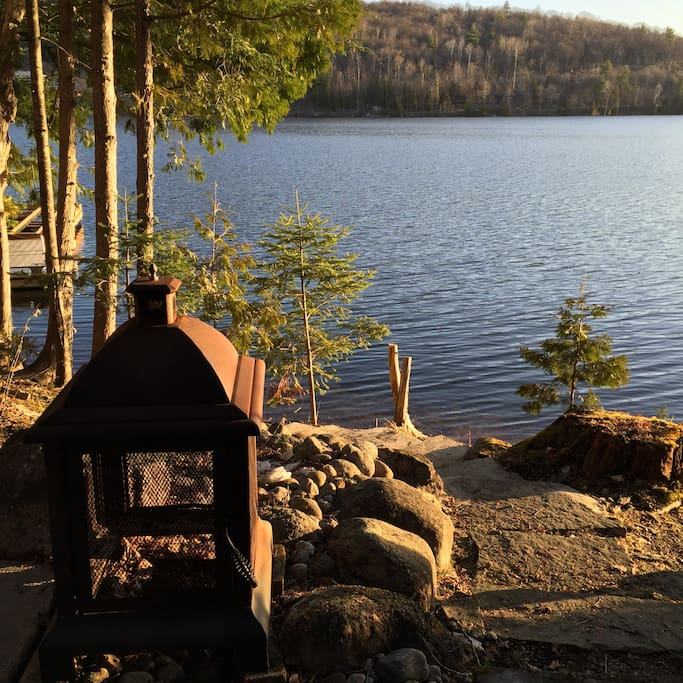 Firepit on the deck steps from beautiful McGregor lake