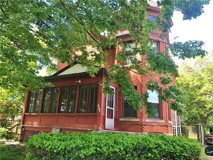 Vintage cute house 5 min from the beautiful Falls!