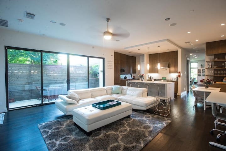 Glam Celebrity Home in UP! 4BR. 10% for Charity!